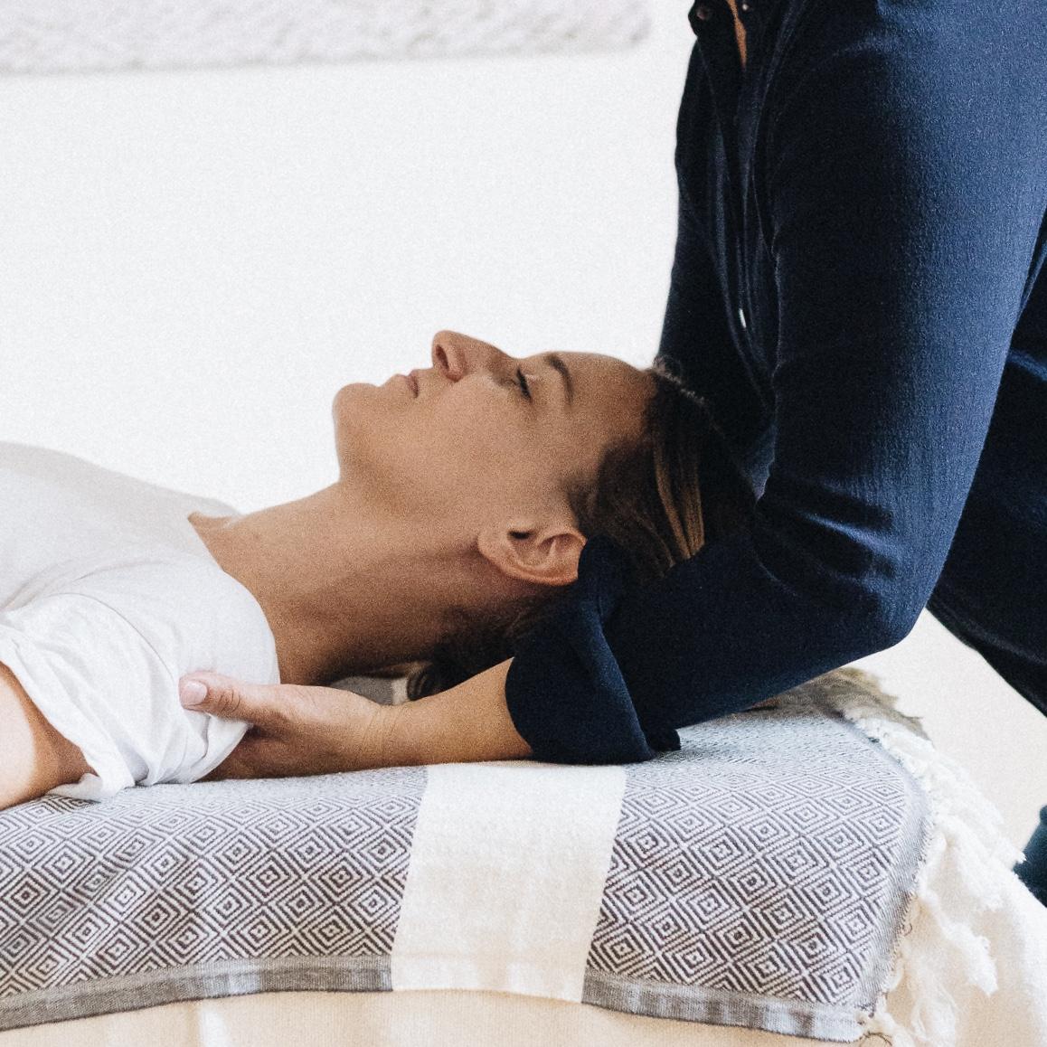 Manuelle Behandlung bei Schulterschmerzen